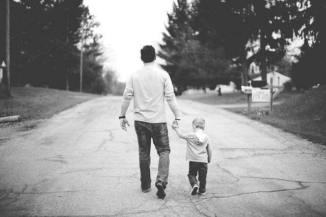 Dlaczego dziecko chodzi na palcach?