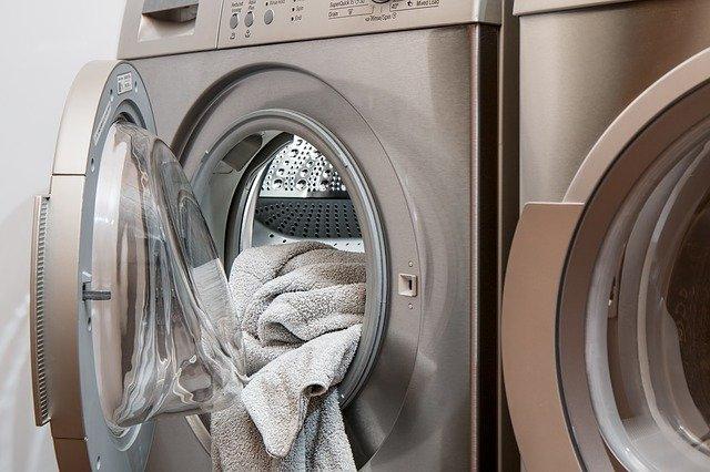 Wybór produktów do płukania i zmiękczania tkanin. Na co zwracać uwagę?